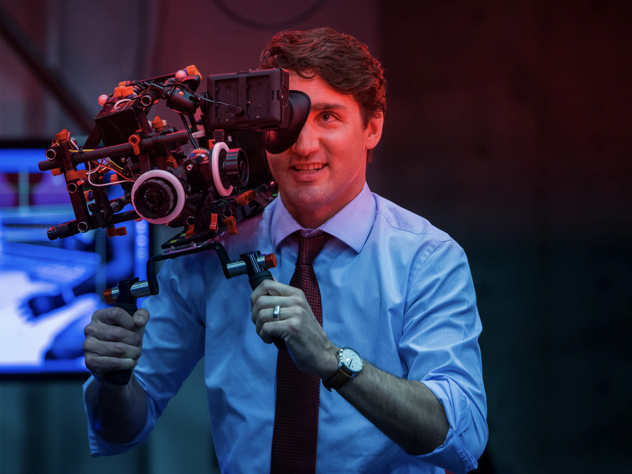 SHAPE camera support rig -Justin-Trudeau-hand6-1280X960