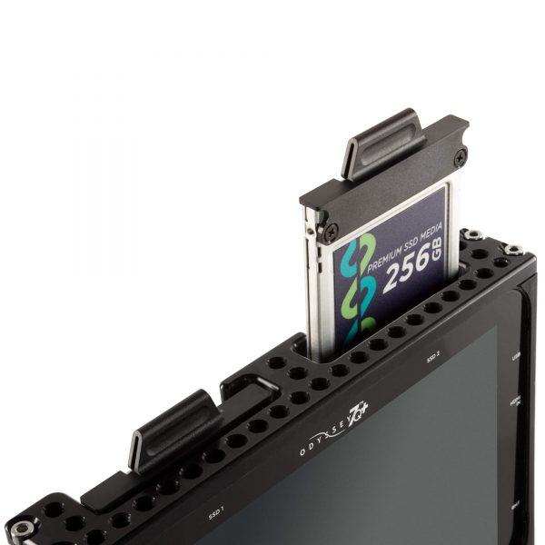04 Shape 7qkit Top Ssd Cards Insert 2000x2000