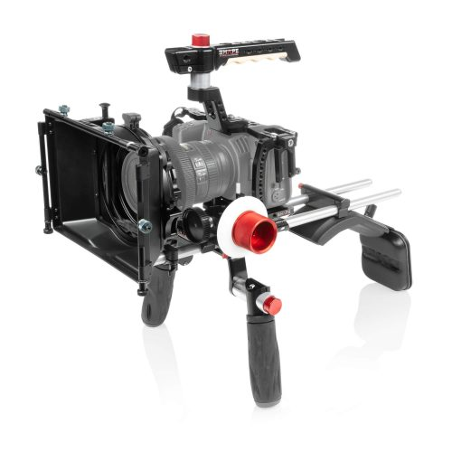 Schulter-Rig für die Blackmagic Pocket Cinema 4K inklusive Cage, Paar Griffe, Top Handle, Baseplate, 4×4 Matte Box, Follow Focus, Polsterungen, sowie ein Paar 15mm Rods